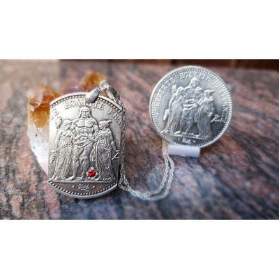 Pendentif en argent avec pièce de 10 Francs Hercule découpée a la main serti d'un rubis