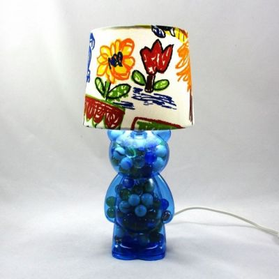 Lampe chevet bébé/enfant nounours bleu garni de billes abat-jour blanc imprimé naïf