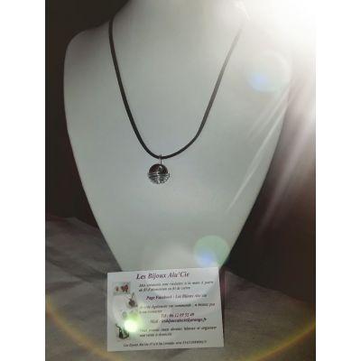 Collier ras de cou avec perle