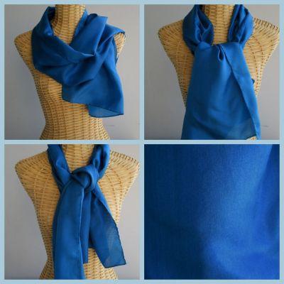 Echarpe en soie, bleue, unie