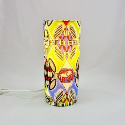 Lampe tube totem tissu africain multicolore @Rêve de Lampes