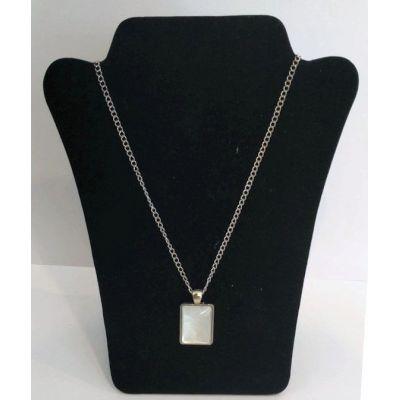 Collier pendentif rectangulaire blanc