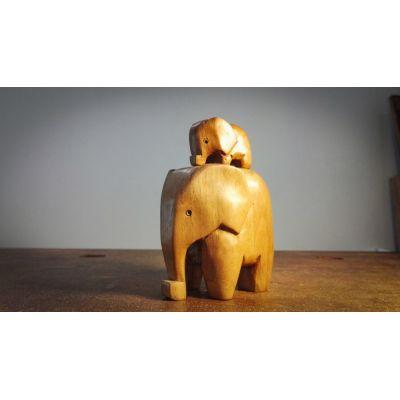 Bébé et Maman Eléphants en Noyer - Sculpture sur Bois