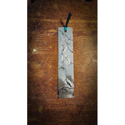 Marque page Oiseau en métal repoussé Recyclé (canettes boissons)