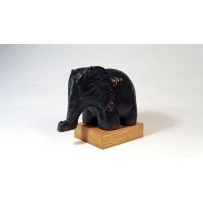 Elephant en tilleul carbonisé et ciré à la cire d'abeille