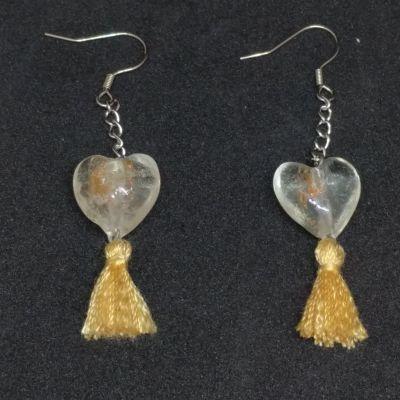 Boucles d'oreille cœur en verre + pompon - Beige doré