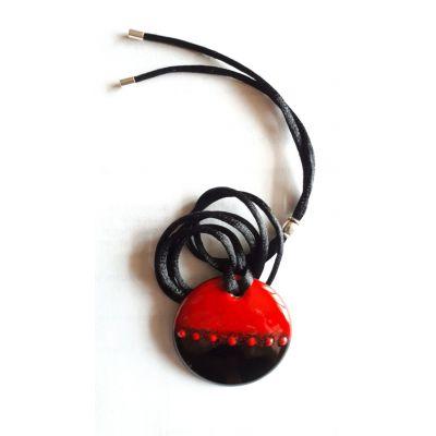 Pendentif rouge et noir