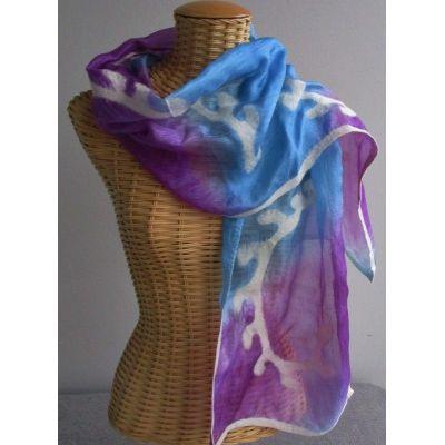 Echarpe en soie bleu et améthyste motifs feutre blanc
