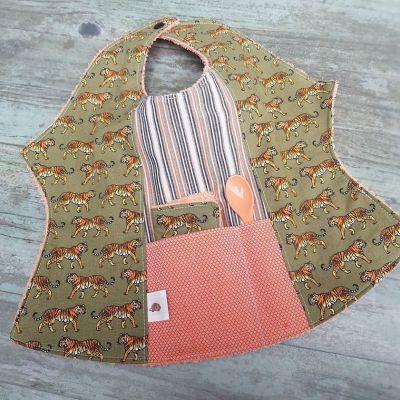 Bavoir papillon motifs floraux, débarbouillette, cuillère