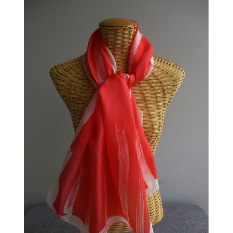 Echarpe en soie rouge, rayures blanches