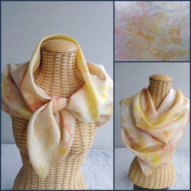foulard en soie stylisé, jaune, corail, rouille