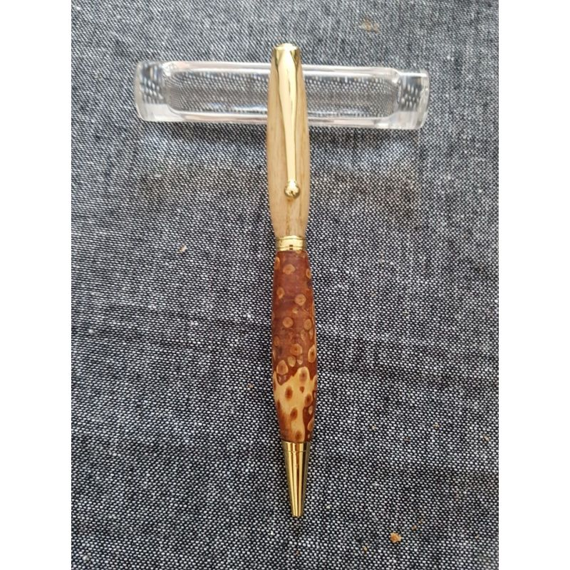 Stylo en pigne de pin or