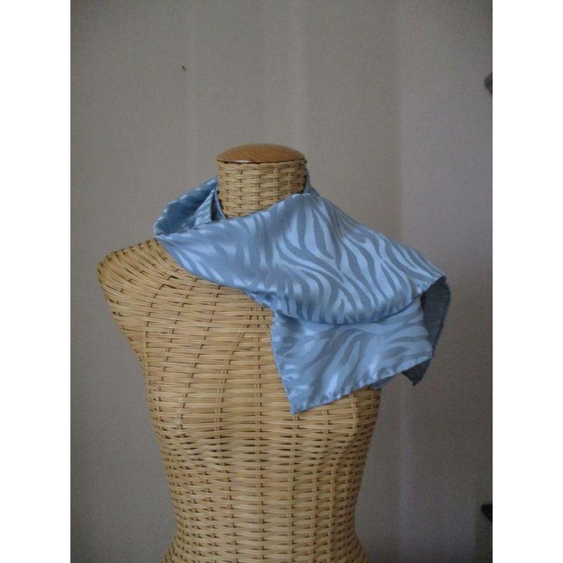 Echarpe en soie brochée gris perle