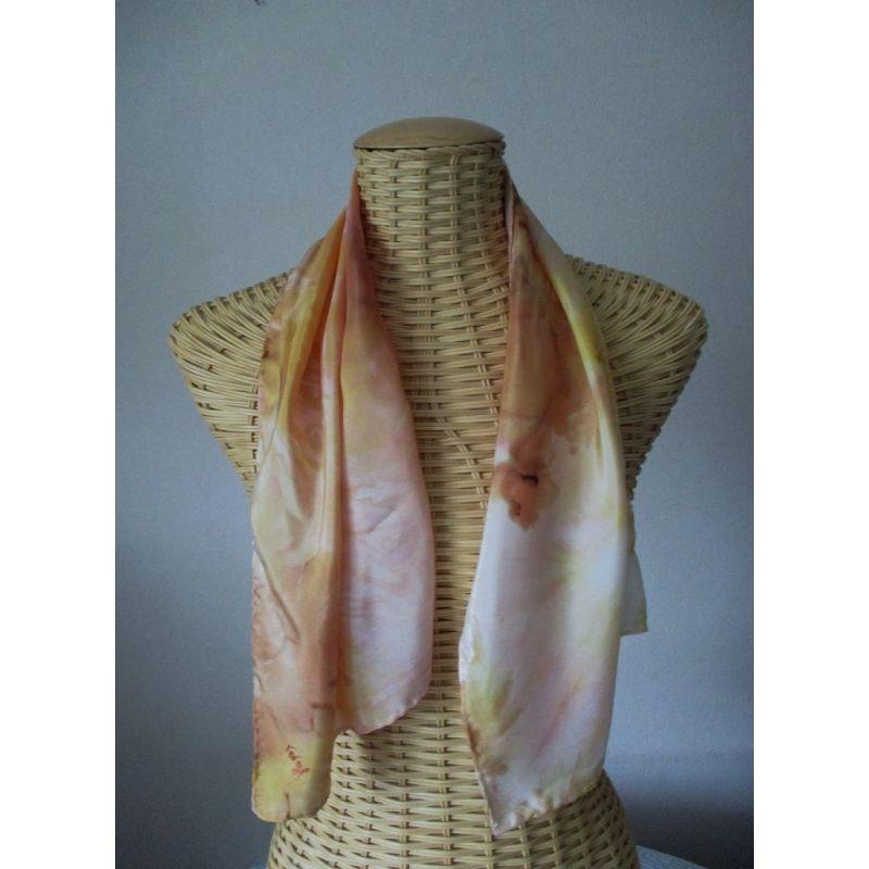 Echarpe en soie stylisée jaune d'or et brique