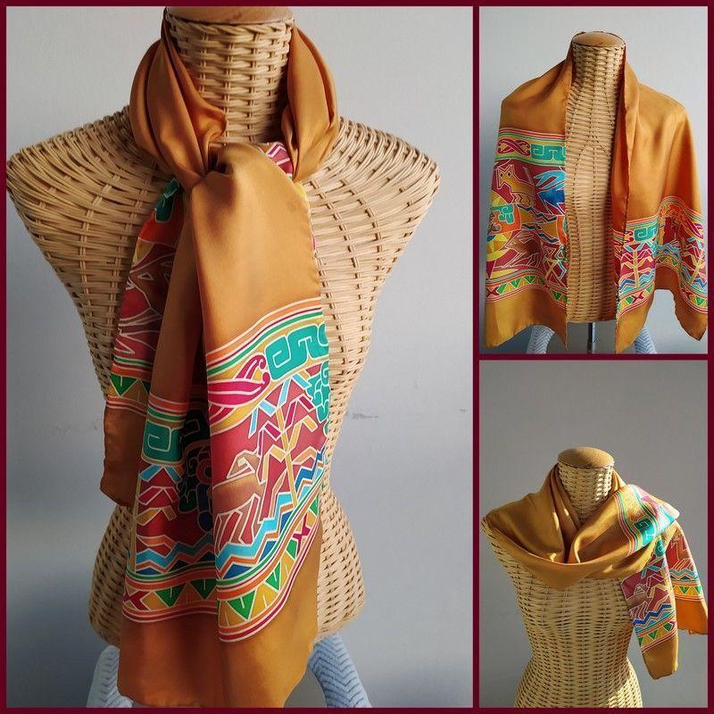 Echarpe en soie jaune d'or motifs couleurs incas