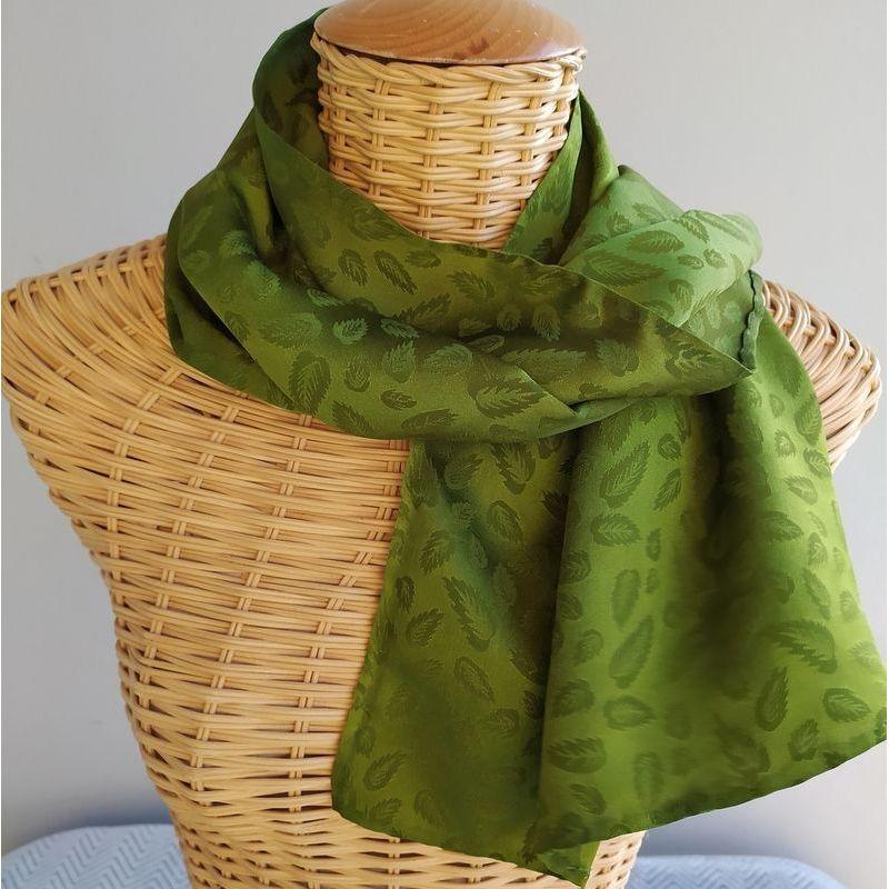 Echarpe en soie brochée vert mousse