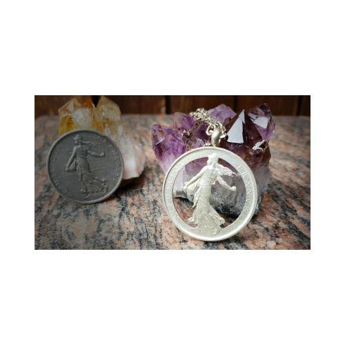 Pendentif en argent avec pièce de 5 Francs Semeuse découpée a la main