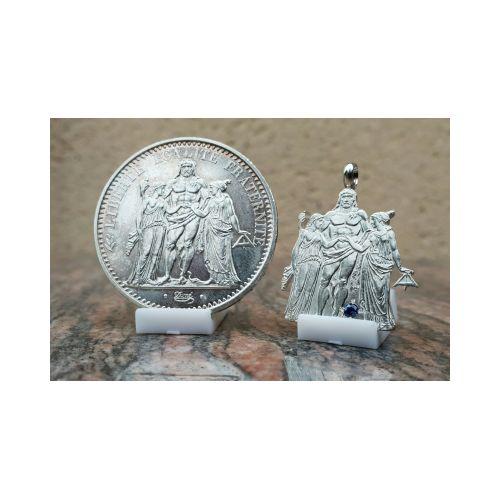 Pendentif en argent avec pièce de 10 Francs Hercule découpée a la main et serti d'un saphir
