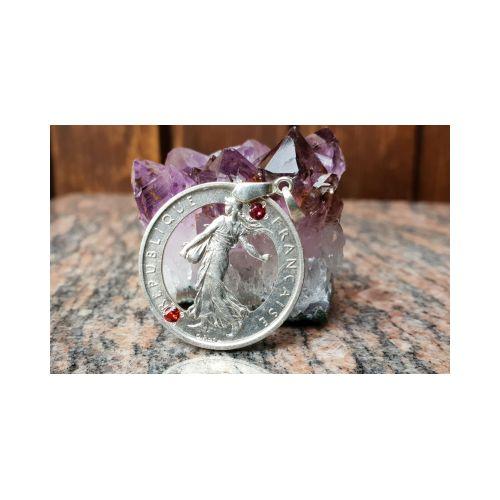 Pendentif en argent avec pièce de 5 Francs Semeuse découpée a la main et serti de 2 rubis