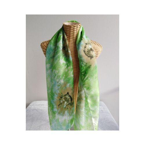 Echarpe en soie stylisée, vert, et brun
